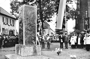 Ehrenmal und Gedenkstaette Kehlen Kriegerdenkmal alte Kirche