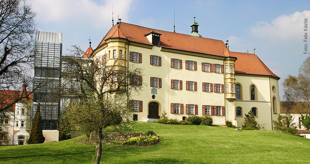 Schloss Liebenau mit Kapelle